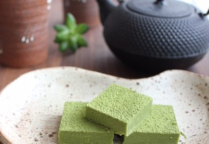 matcha chocolate is easy to make and everybody loves it!